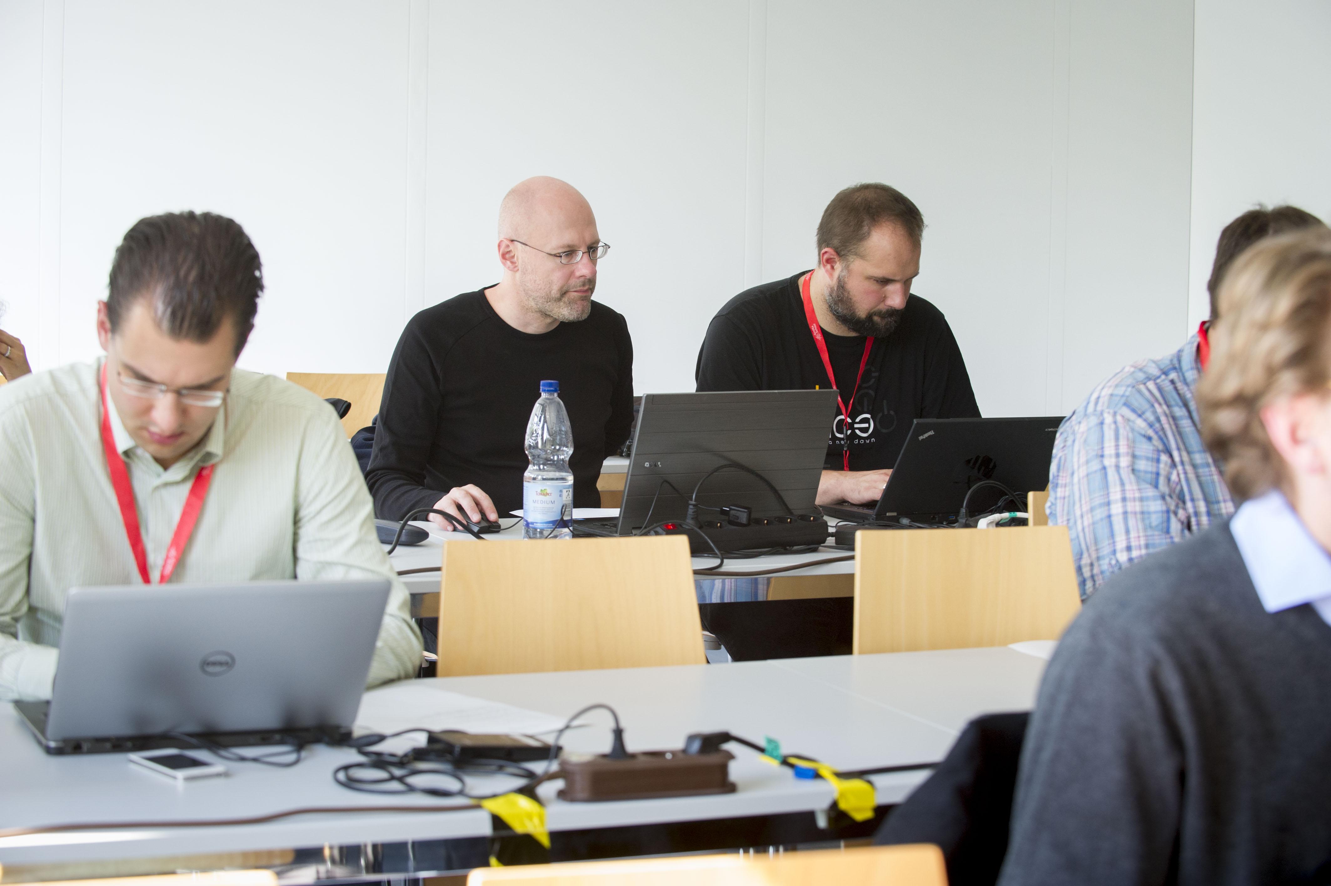 working in the GridKa School workshops (photo by Tanja Meissner, KIT)
