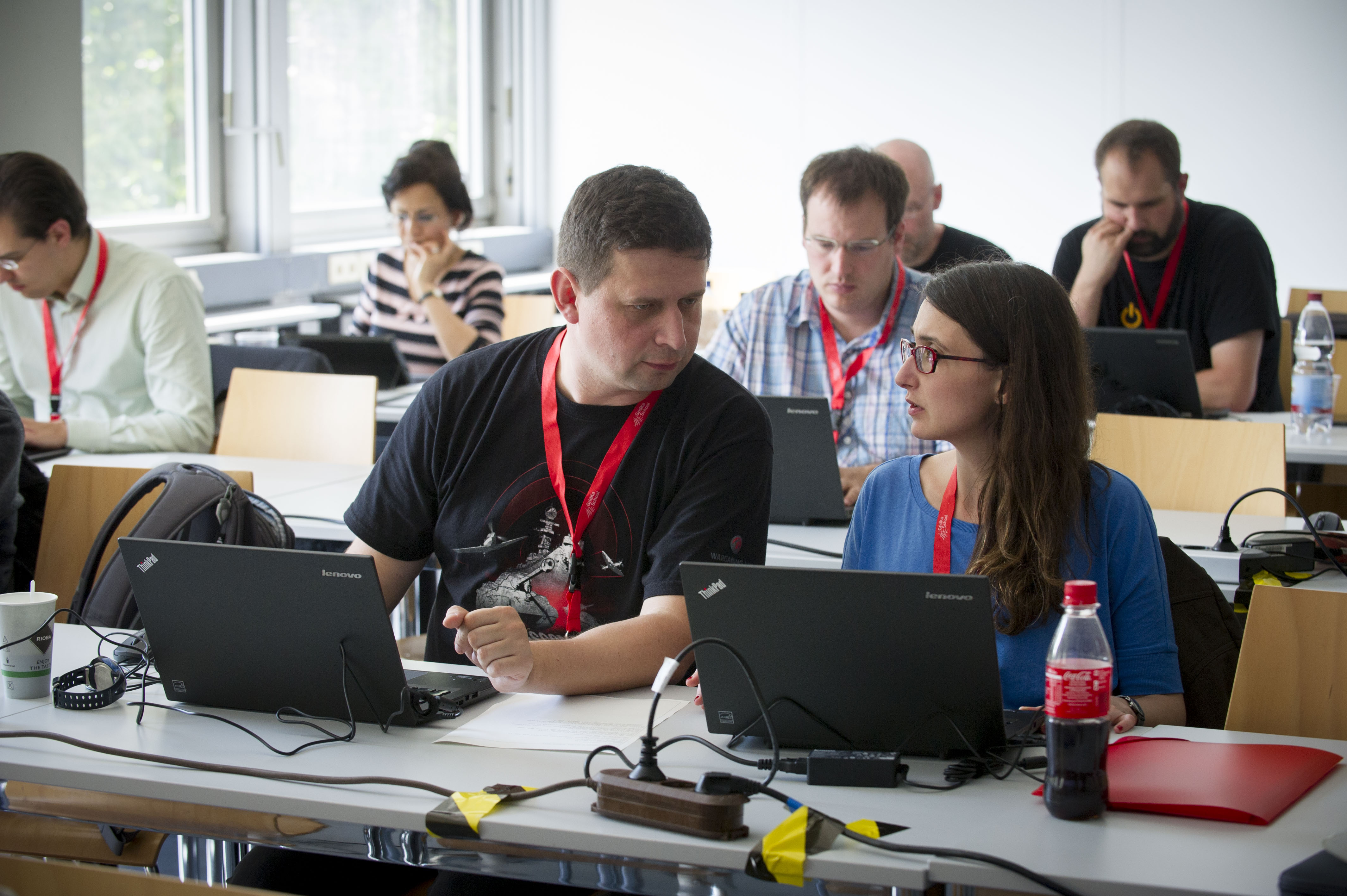discussing tutorial topics at GridKa School 2015 (photo by Tanja Meissner, KIT)